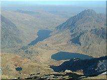 SH6359 : View from Y Garn towards Llyn Ogwen and Tryfan by Nigel Homer