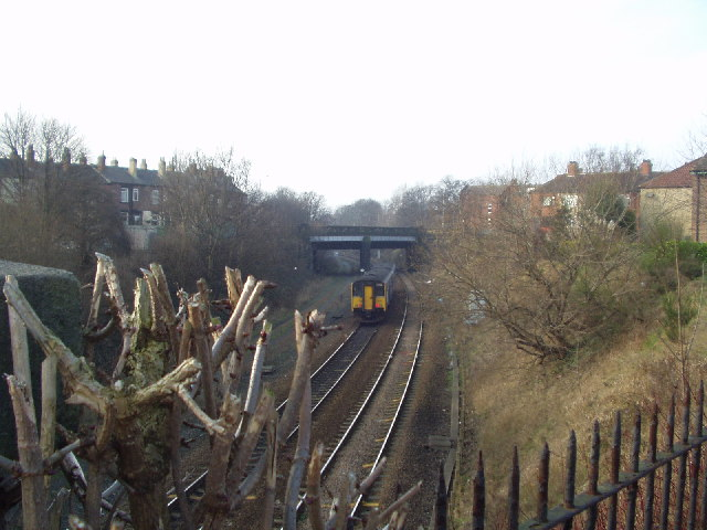 Bing Contact Us >> Leeds - Bradford railway line, Armley,... © Rich Tea