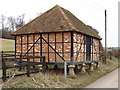SU9895 : Granary on staddle stones, Lower Bottom House Farm, Chalfont St Giles by David Hawgood