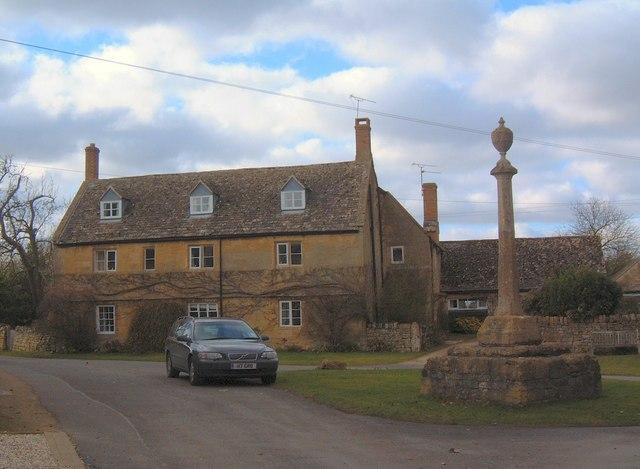 Childswickham Cross