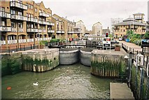 TQ3680 : Limehouse Basin Entrance Lock by Pierre Terre