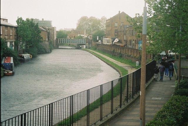 Regent's Canal, De Beauvoir Town