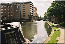 TQ3283 : Regent's Canal east of New North Road by Pierre Terre