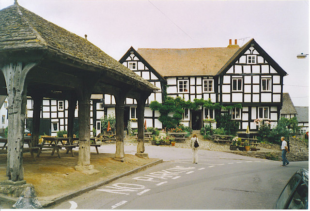 Pembridge, Market Hall and New Inn.