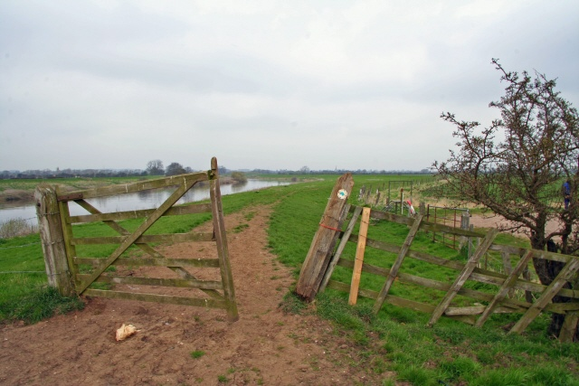 Trent Valley Way north of Cromwell Lock