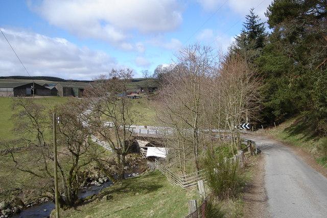 Bridge over Alyth Burn and Mains of Creuchies Farm