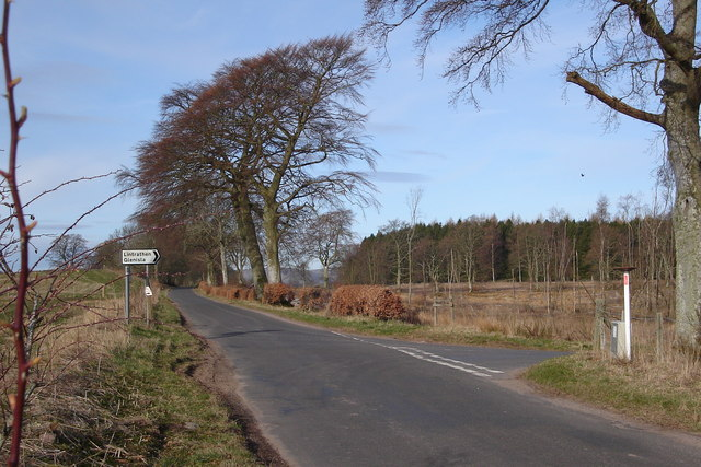 Brae of Airlie at road junction for Glen Isla and Lintrathen