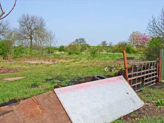Remains of a wayside house, Back Darlington Lane