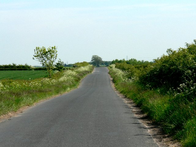 Road from Etton to South Dalton