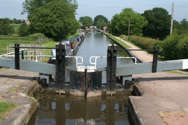 Looking down from Wheaton Aston lock