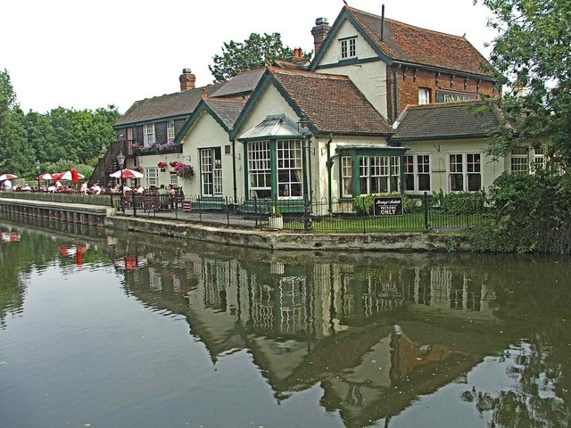 Fish and Eels Public House at Dobb's Weir