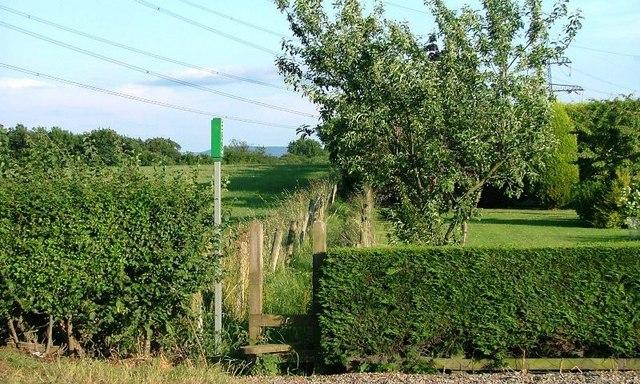 Footpath Alongside Far End Farm