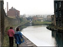 SE1115 : Huddersfield Narrow Canal, Milnsbridge by David Stowell