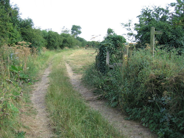 Junction of footpaths south-east of Tatenhill, Staffordshire