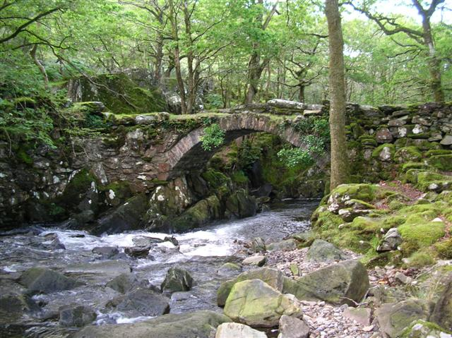 Pont Cwm-yr-Afon