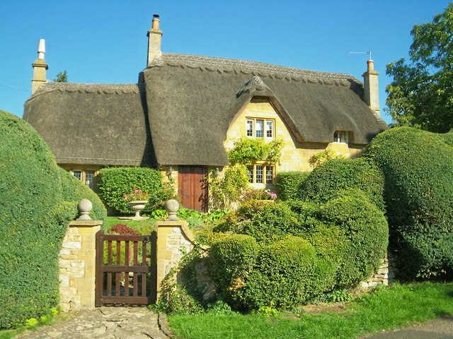 Cotswold Cottage with topiary