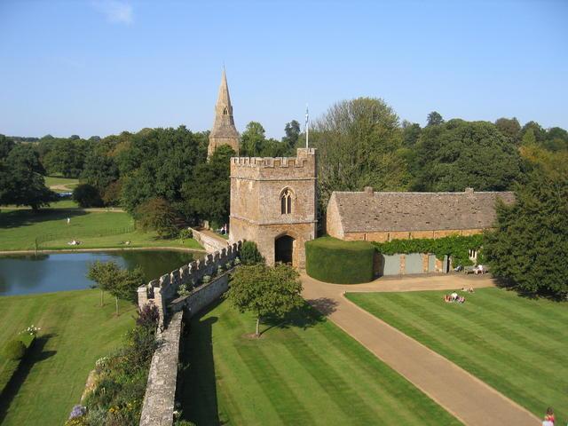 Broughton Castle Gatehouse