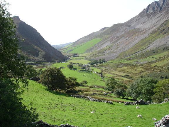 Drws y Coed valley