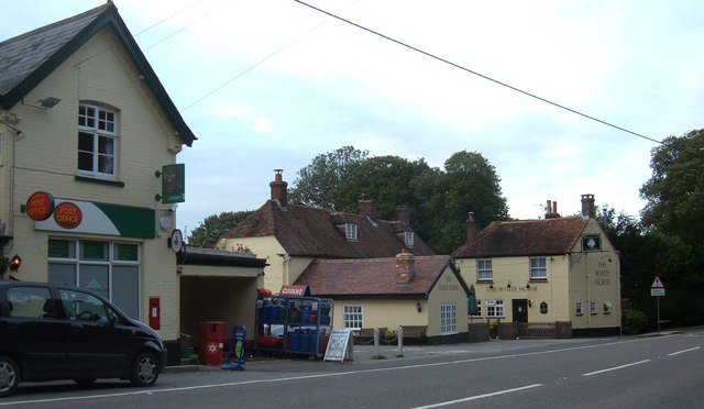 Stourpaine, Post Office and pub