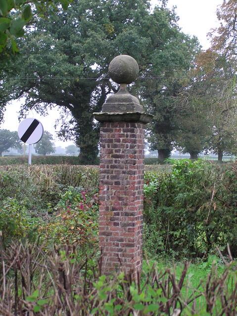 Stone Pillar, Darnhall Knobs