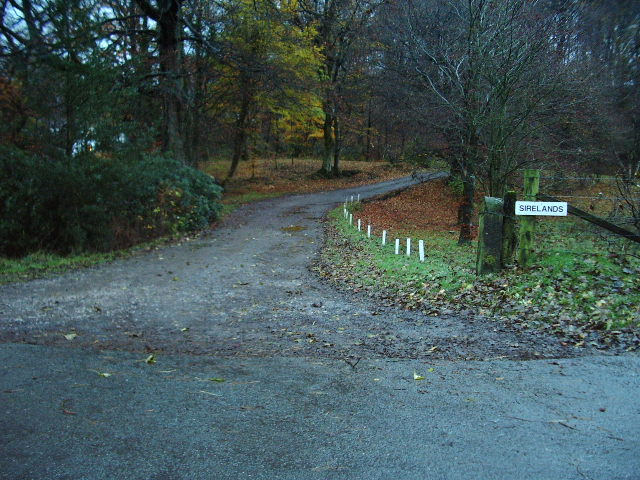 Entrance and road to Sirelands