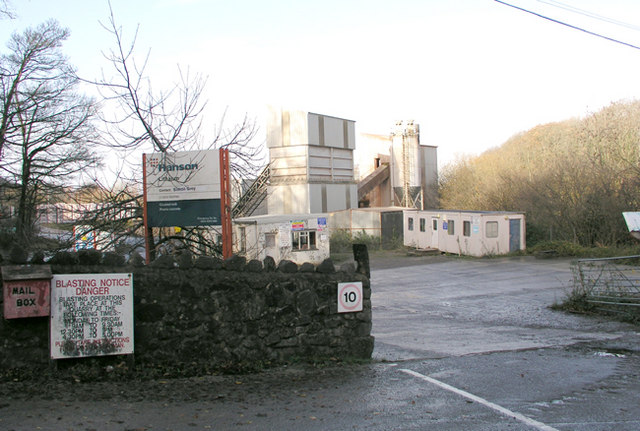 Entrance to Lithalun Quarry - Ewenny
