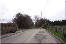 SP2705 : Road's End, Carterton by Jonathan Billinger