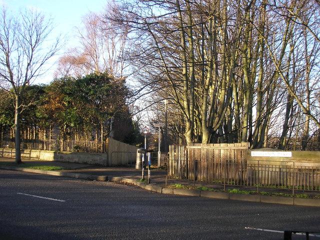 Entrance to the Roseburn Path at Ravelston Dykes