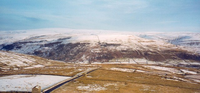 The Buttertubs road leading into Swaledale