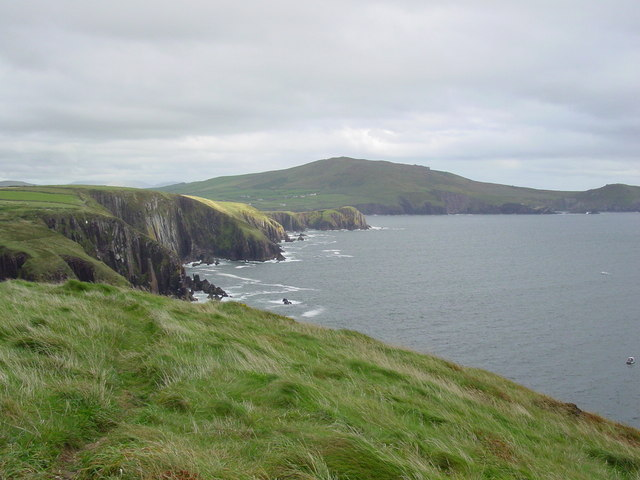 Coastal scenery east of Dun Cinn Tire