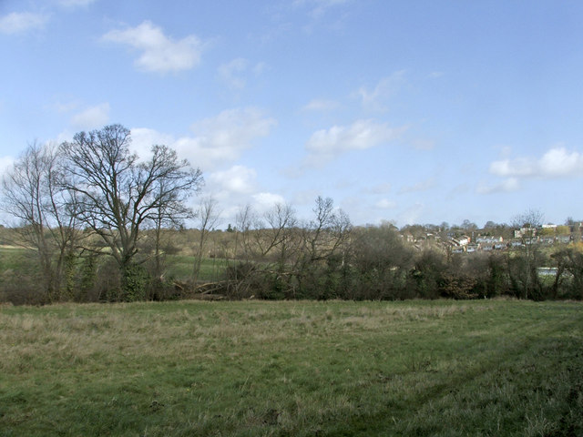 Looking towards Ridgeway from footpath to Hog Hill, Enfield