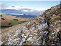 NN9901 : Rock outcrop, north side of summit by Brendan Hamill
