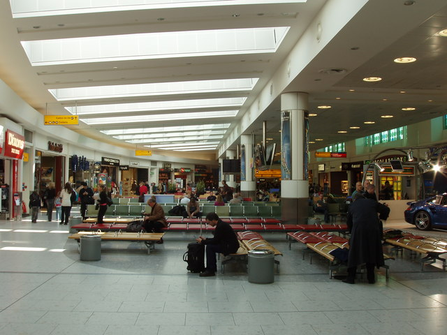 Heathrow Terminal 1, seating and shopping area