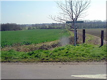 TL0469 : Three Shires  way by Les Harvey