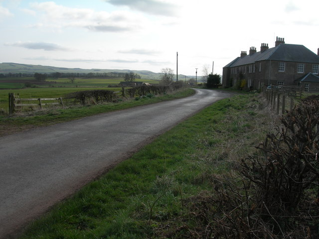 Farm road and cottages near Caverton Mains