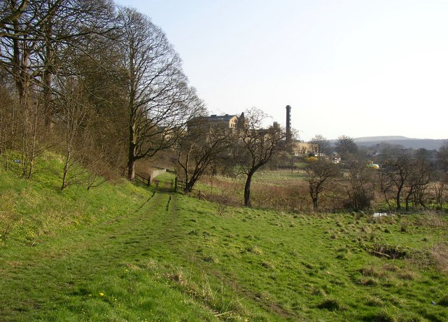 Track alongside the canal, Bingley