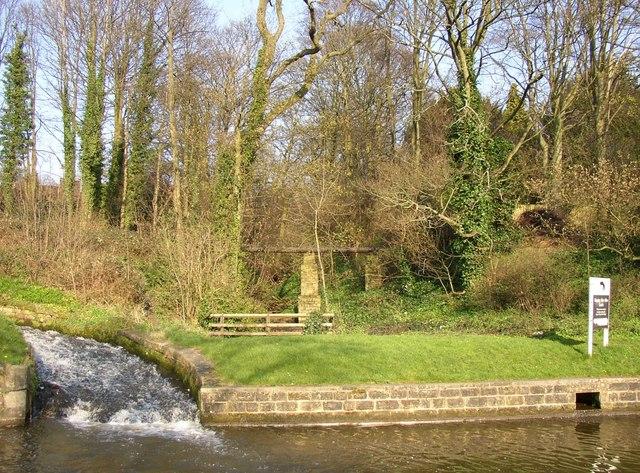 Pipe bridge over New Mill Gill, Bingley