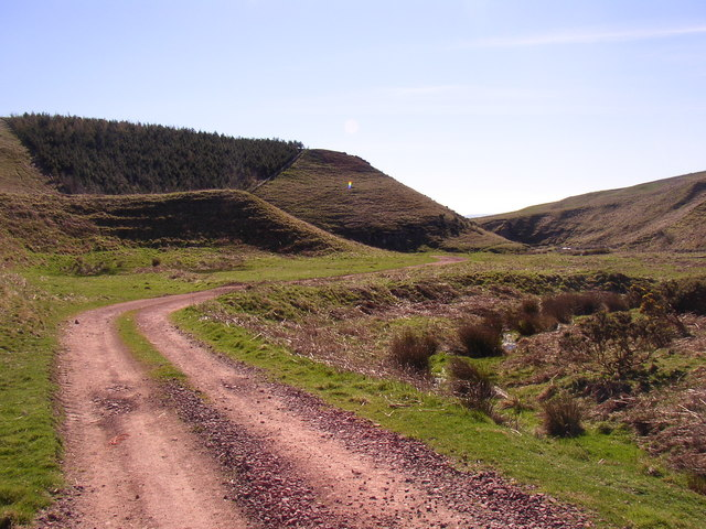 Farm road south of Hazeltonrig