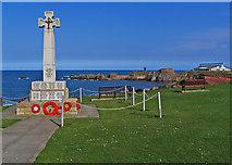 NT6779 : War Memorial above the sea by Alastair Seagroatt
