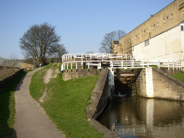 The three-rise locks from the bottom, Bingley