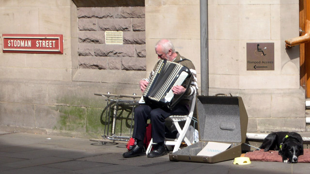 Busker on Stodman Street, Newark-on-Trent