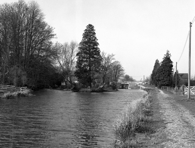 Looking towards Kintbury, Kennet and Avon Canal