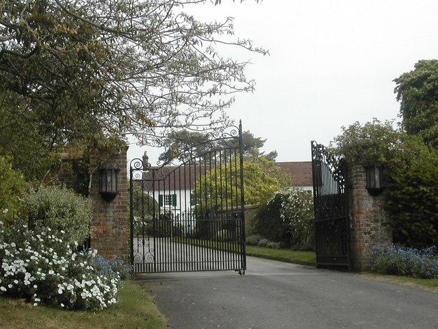 Gates To Manor House Whitsbury C Vicky Mason Cc By Sa 2 0