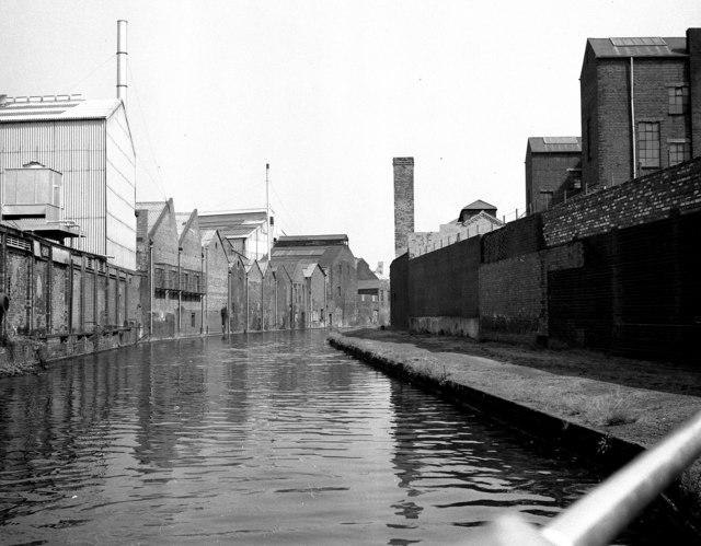 Birmingham and Fazeley Canal, Aston
