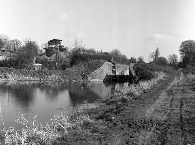 Black Horse Lock No 48, Kennet and Avon Canal, Devizes
