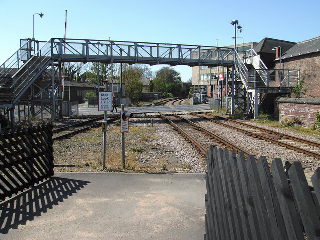 Wellowgate level crossing and footbridge