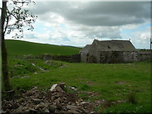 NX7468 : Farmland and abandoned building at Lochhill farm by John Whelan