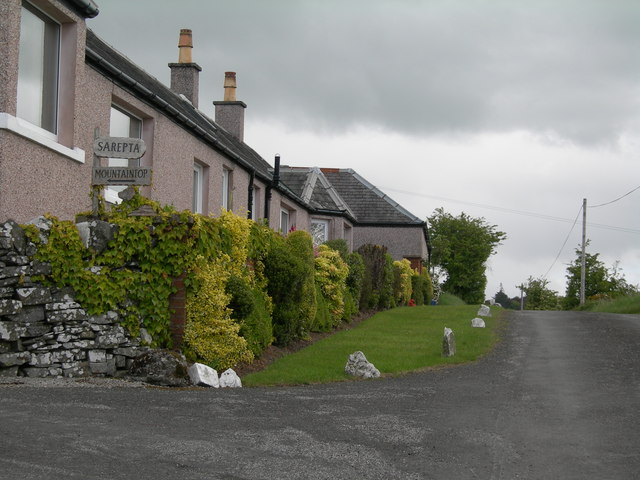Cottages and start of track to Mountaintop