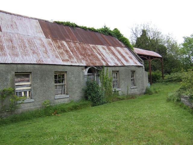 Derelict long house near Shallon