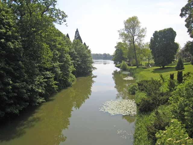 The lake at Wynyard Park